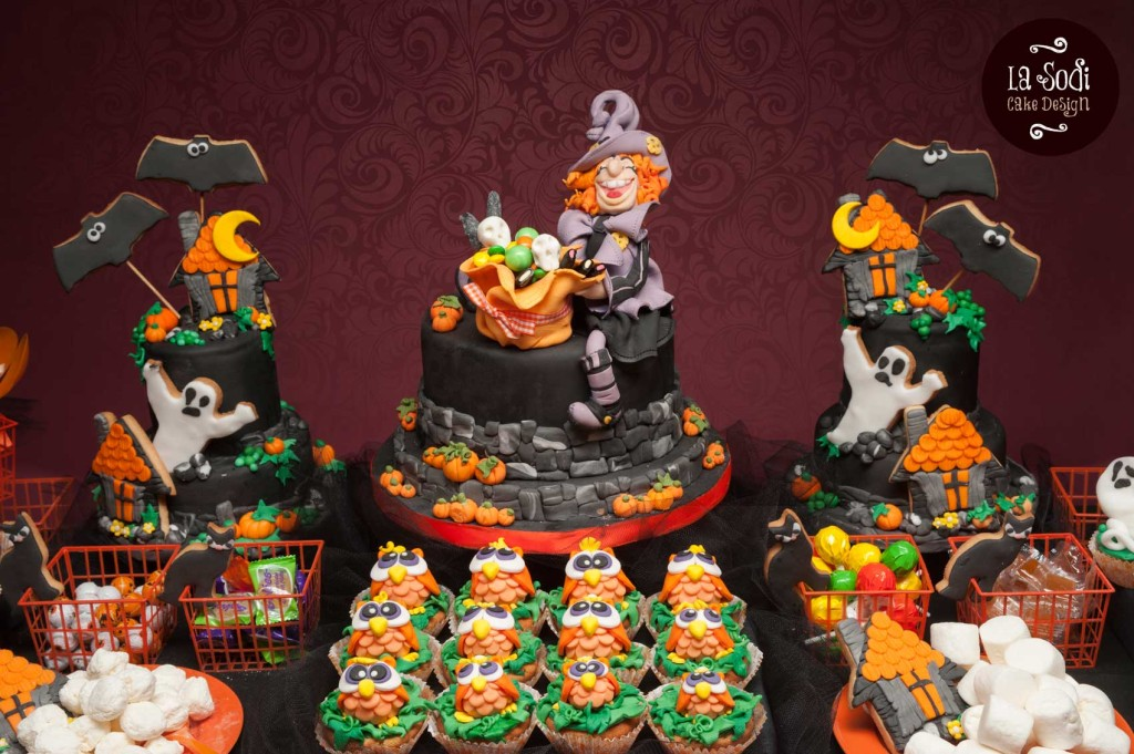 candy buffet di halloween con tre torte decorate