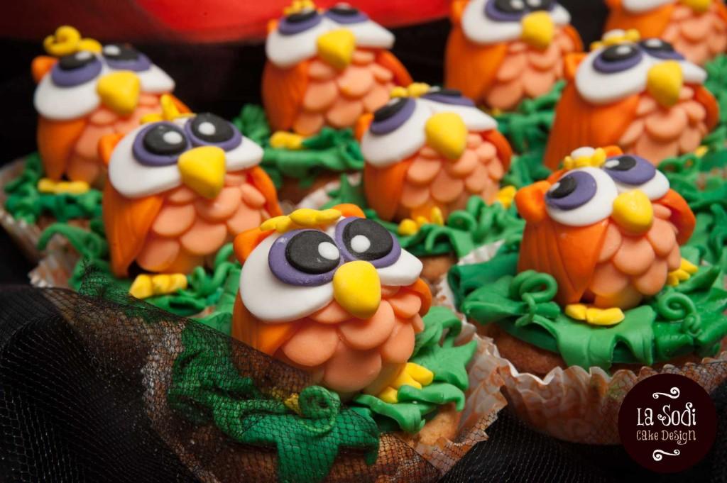 candy buffet con cupcakes e gufetti