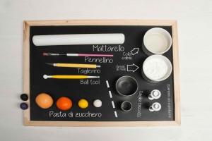 attrezzi e materiali per realizzare i gufetti in pasta di zucchero