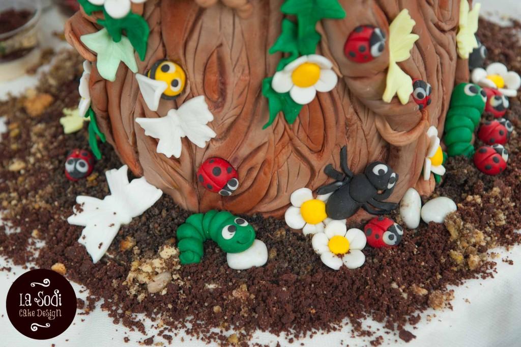 base torta con animaletti in pasta di zucchero