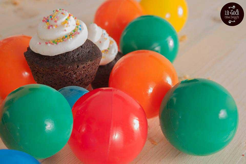 cupcakes al cioccolato con frosting bianco