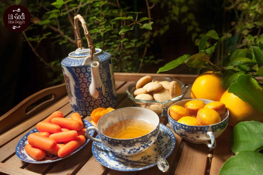 lemon cookies, particolare con tazza di tè